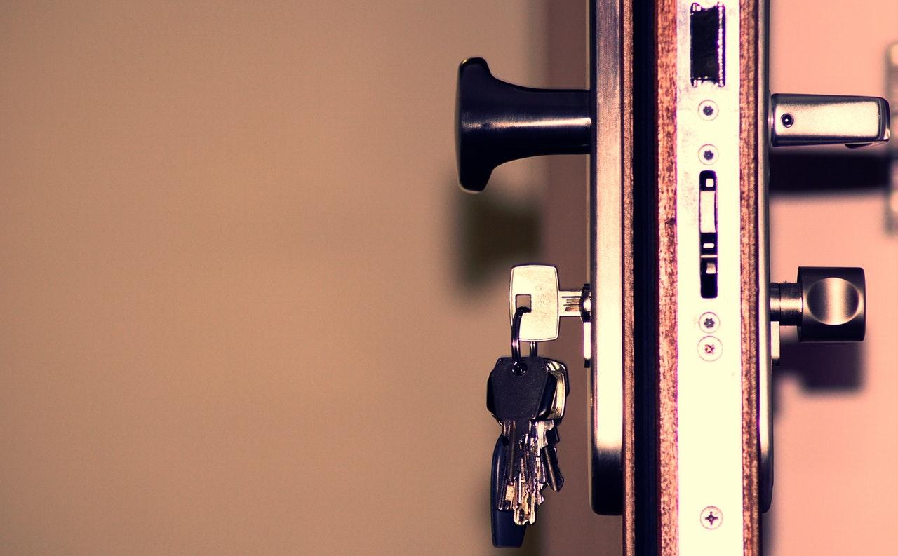 Compleet overzicht: wat doen bij oplichting door slotenmaker?